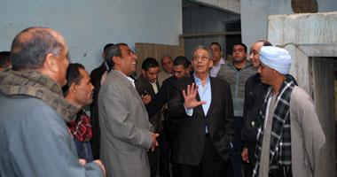 جولة عمرو موسى بقرية جمال عبدالناصر