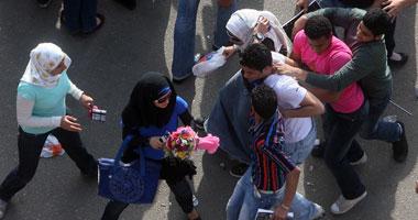 """"""" نورهان """" تقيم دعوى خلع ضد زوجها بسبب معاكسته لفتيات فى الشارع أمامها"""