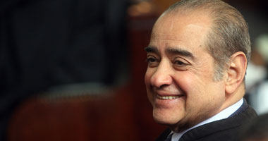 تجمهر العشرات مؤيدى مبارك أمام