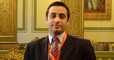 الدكتور أكمل سعد حسن استشارى الأمراض الجلدية والليزر والتجميل بجامعة القاهرة