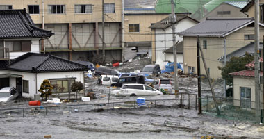 The effects of the most serious earthquake in Japan to the world  Smal320111117650