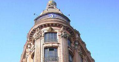 أول مبنى لعمر أفندى بشارع عبد العزيز فى القرن الـ19