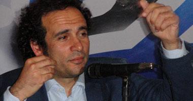 من أروع اخبار الانتخابات : فوز عمرو حمزاوى  Smal6201116123445