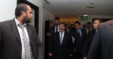 """الأمن يخلى قاعة المؤتمر الصحفى لـ""""مرسى"""" لتفتيشها قبل وصوله"""