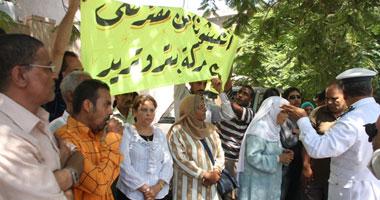 """وقفة احتجاجية لممثلى عمال 25 شركة أمام """"العمل الدولية"""""""