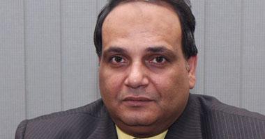بالفيديو..عمر عفيفى يكشف غرفة عملياته لإدارةالثورة المصرية بأمريكا Smal72011111305