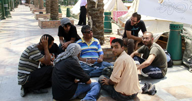 """270 مضرباً بـ """"التحرير"""" عن الطعام يعلقون إضرابهم لحلول شهر رمضان Smal7201117153548"""