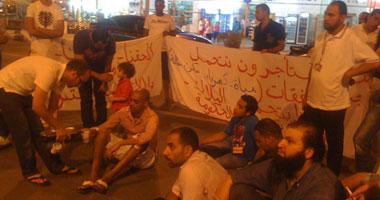 استمرار اعتصام مستأجرى البازارات فى خليج نعمة بشرم الشيخ smal720113121356.jpg