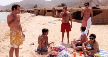 سطو مسلح على سيارة تقل سائحين بوسط سيناء