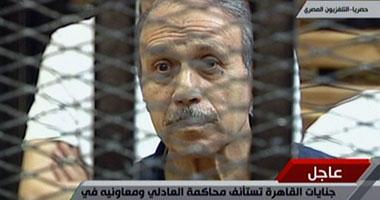 بالفيديو.. رفع جلسة العادلى بعد مشادة للقاضى والمدعين بالحق المدنى