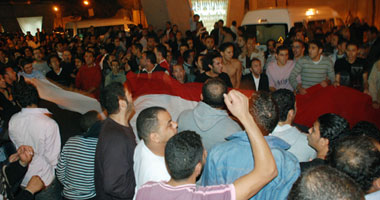 المتظاهرون أمام سفارة الجزائر