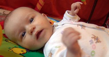 الرضيع فهو الطفل من عمر شهر وحتى إتمامه عامه الأول
