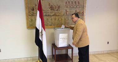 """""""العليا للانتخابات"""" ترسل 3 أجهزة قارئ آلى للدوحة بسبب تكدس الناخبين"""