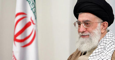 """مبارك وخامنئى وجهاً لوجه فى كتاب """"الطريق إلى إيران"""""""