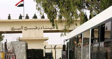 اعتصام 50 ناشطا مصريا وأمريكيا أمام معبر رفح