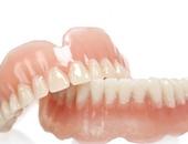 الغرغرة واستخدام خيط الأسنان خطوات ضرورية بعد خلع ضرس العقل