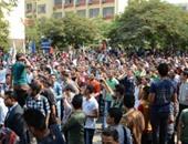 """بالفيديو.. مسيرة لطلاب """"آثار القاهرة"""" اعتراضا على نظام المواد الممتدة"""