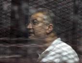 """عصام سلطان ينام داخل القفص قبل بدء نظر قضية أحداث """"فض اعتصام رابعة"""""""