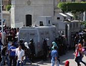 الشرطة تشتبك مع طلاب الإخوان أمام زراعة القاهرة وتفتح ميدان الجيزة