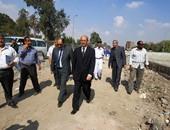محافظ الجيزة يتابع أعمال رفع مخلفات طريق المنصورية