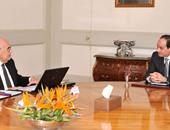 """الرئيس يستعرض مع وزير الزراعة تطورات المرحلة الأولى لاستصلاح ٤ ملايين فدان.. السيسى يشدد على إقامة مجتمع تنموى متكامل وتوفير المرافق والخدمات للمشروع وإيلاء """"الاستزراع السمكى"""" أهمية قصوى"""