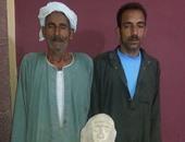 بالصور.. ضبط تمثالين وقطع فرعونية داخل منزل فلاح ببنى سويف