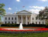 ترامب يأمر بإضاءة واجهة البيت الأبيض باللون الأزرق تكريما لضحايا الشرطة