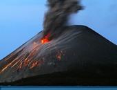 بركان إندونيسى ينفث رمادا وغازات لارتفاع 4 كيلومترات