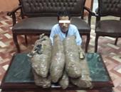 حبس عاطل 4 أيام ضبط بحوزته 18 كيلو بانجو بأسوان
