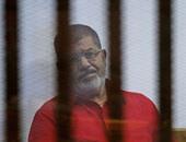 """بالفيديو.. تـأجيل محاكمة """"مرسى"""" و10 آخرين بقضية """"التخابر مع قطر"""" لجلسة 25 أكتوبر"""