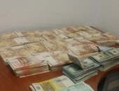 بالصور.. إحباط محاولة راكب إيطالى بالمطار لتهريب 203 آلاف يورو و52 ألف دولار
