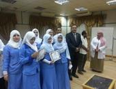 مدير التأمين الصحى بسوهاج يكرم الممرضات بمستشفى الهلال لتفانيهن فى العمل