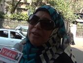 بالفيديو.. مواطنة للمسئولين: «النور لما بيقطع بيعطل مصالح الناس»