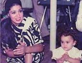 فيفى عبده تنشر صورة قديمة لها برفقة إحدى الأطفال