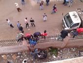 """""""صحافة المواطن"""".. بالصور.. هروب طلبة مدرسة الباجور من أعلى السور"""