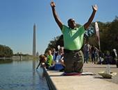 """بالصور.. الآلاف من الأمريكيين يصلون بالمنتزه الوطنى بجوار نصب """"لنكولن"""""""