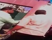 """بالفيديو.. مدير مدرسة ببورسعيد يستعين بـ""""بلطجية"""" للاعتداء على أخصائى نفسى"""