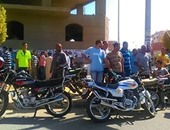 بالصور.. تظاهر عاملين بمصنع ورق فى بنى سويف لزيادة الأجور