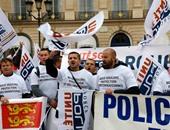 بالصور..لأول مرة منذ 14 عاما..شرطة فرنسا تتظاهر للمطالبة بتشديد القوانين