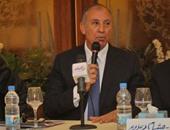 محافظ البحر الأحمر يناقش مشروعات الطرق بالمحافظة