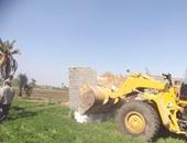 إزالة مبانى مخالفة وتعديات على الأراضى الزراعية بحى شرق بالفيوم