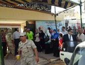 قوات تأمين اللجان تمنع دخول أوراق الدعاية الانتخابية إلى لجان أسيوط