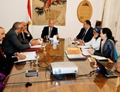 وزير الثقافة يناقش مشروع ترميم قرية حسن فتحى التراثية مع وفد اليونسكو