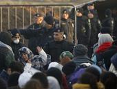 مهاجرون بالبوسنة والهرسك يضربون عن الطعام بعد طردهم من مخيم على حدود كرواتيا