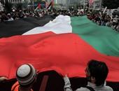 ماليزيون ينظمون وقفة بعلم فلسطين أمام السفارة الأمريكية بكوالالمبور