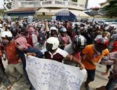 بالصور.. نائبان فى البرلمان الكمبودى يتعرضان للضرب خلال احتجاج لأنصار الحكومة