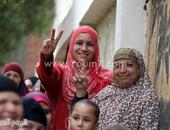 بالصور.. المئات من أهالى قرية الرقة بالعياط يدلون بأصواتهم فى جولة الإعادة