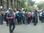 خريجو الدبلومات والمعاهد الفنية يقطعون شارع إسماعيل أباظة