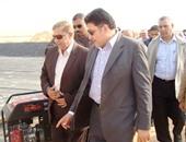 بالصور.. وزير الرى ومحافظ الإسماعيلية يتفقدان قرية الأمل