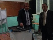وزير التموين يدلى بصوته فى جولة الإعادة بالإسكندرية